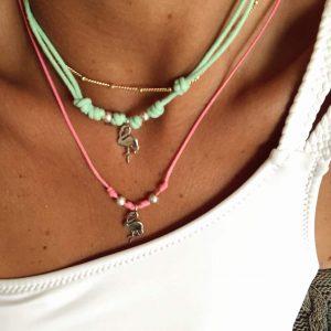 Collares de hilo de colores